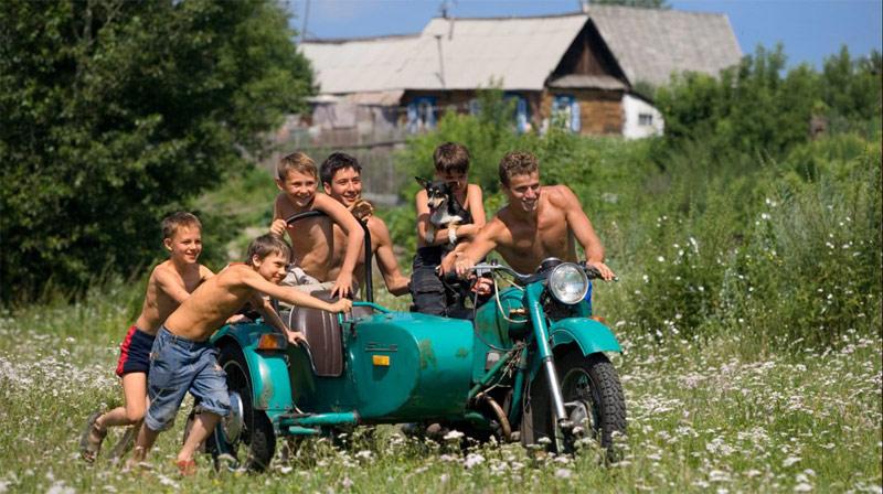 деревенская молодежь развлекается фото