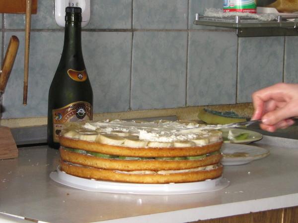 Торт из бананов и киви сгущенки