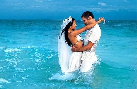 фото в платье в море