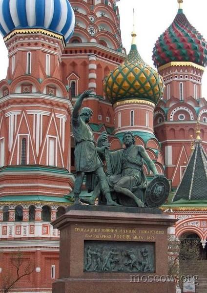 В москве на красной площади установлен памятник двойные памятники из гранита фото екамень