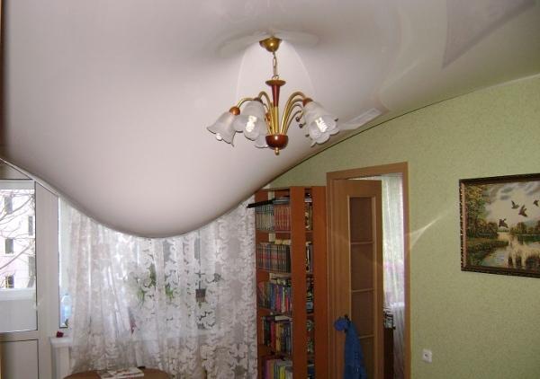 соседи сверху затопили натяжной потолок что делать