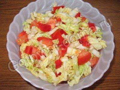 салат из помидоров и пекинской капусты