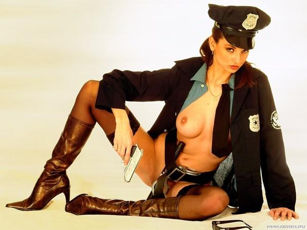 Голые милиционерши онлайн
