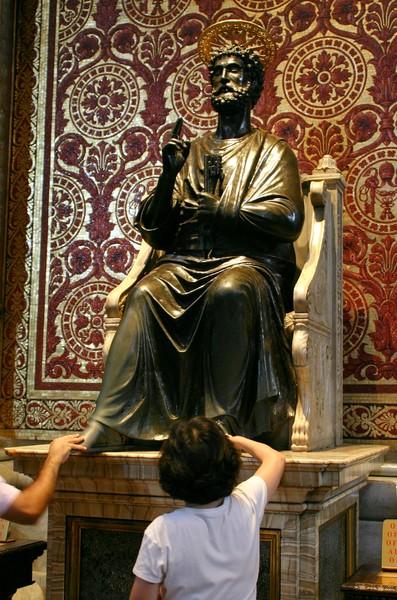 Ответы Mail.ru: Почему у Святого Петра стерты ноги?
