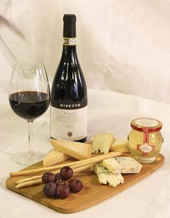 С чем подать белое полусладкое вино