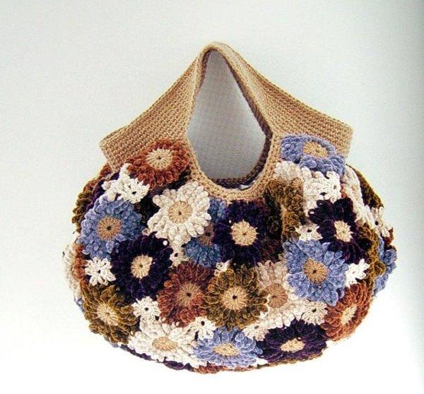 0e6674fb29b9 А еще, если у Вас есть дача, то старую сумку можно использовать в качестве  кашпо для цветов. Особенно эффектно в таких сумках выглядят ампельные  цветы: ...