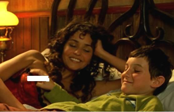 Мальчик трогает грудь видео фото 164-445