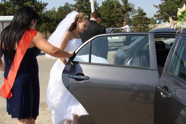 Как садиться в пышном свадебном платье