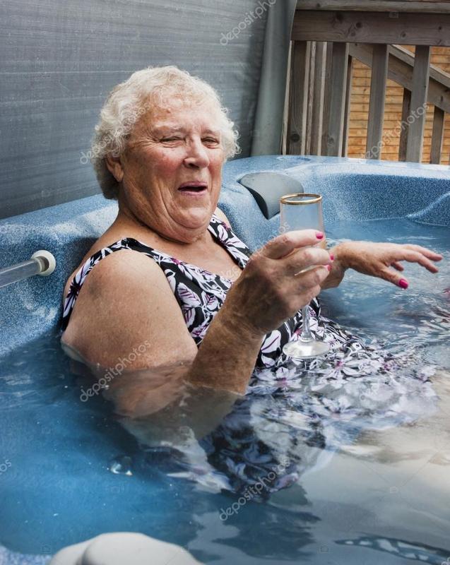 Фото старушек в ванной, порно картинки на тему страпона