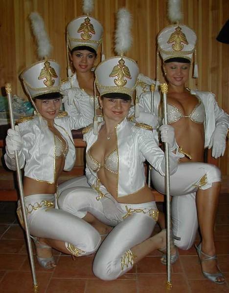 Девушки в эро гусарских костюмах