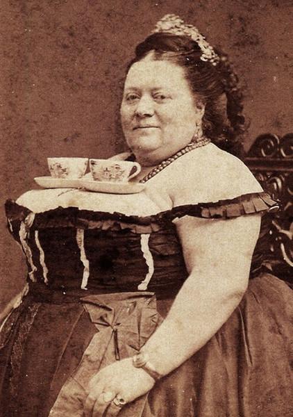 Полная женщина с огромной грудью — 4