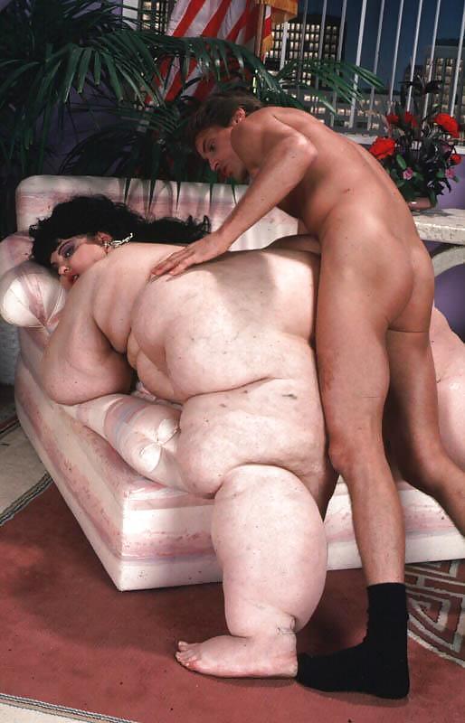 худой мужик ебет жирную бабу