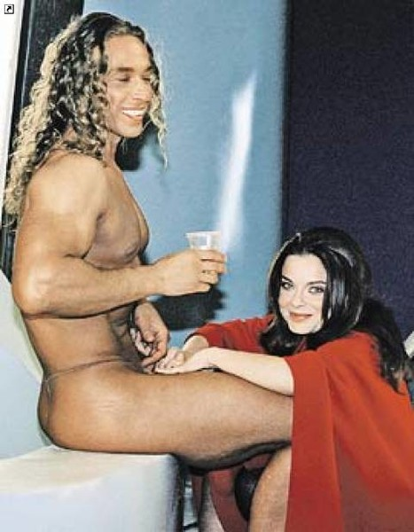 голые фото королевой и тарзана