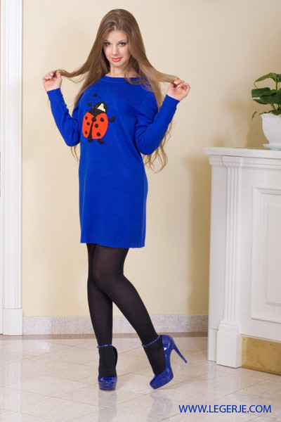 Какого цвета колготки под синее платье
