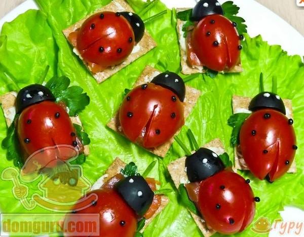 Украшение салатов из помидоров фото