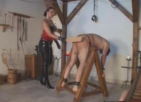 порно девушки бьют рабов парнеи