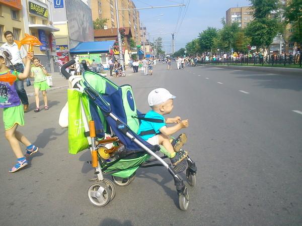 До какого возраста возят в коляске