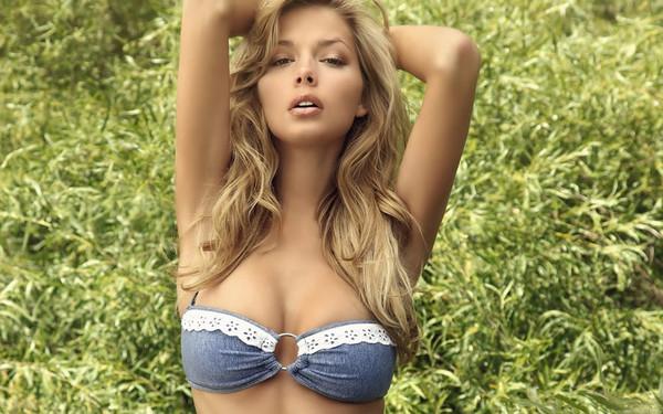 Фото голая молоденькая грудь 88820 фотография