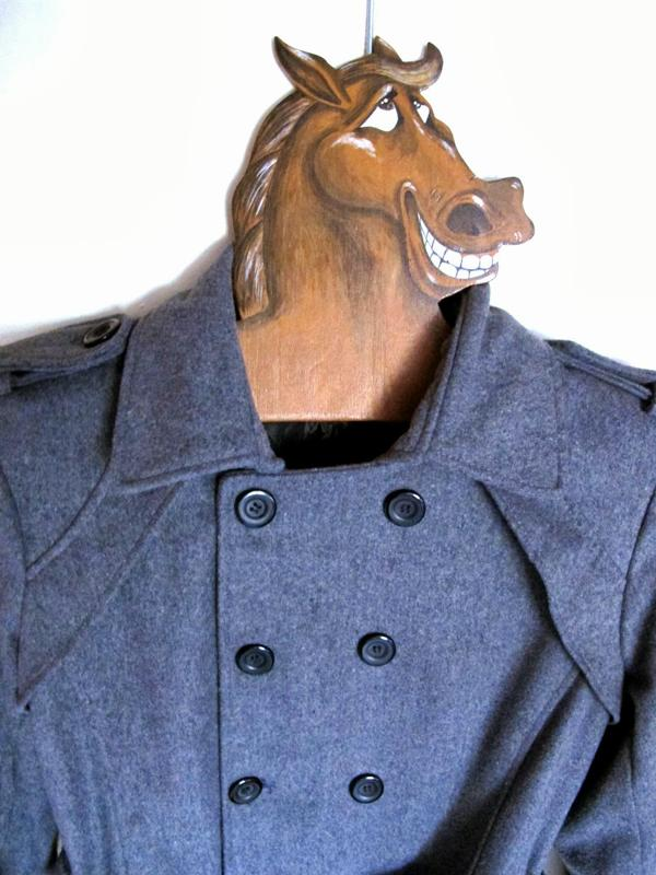 связку лошадь в пальто картинка большей