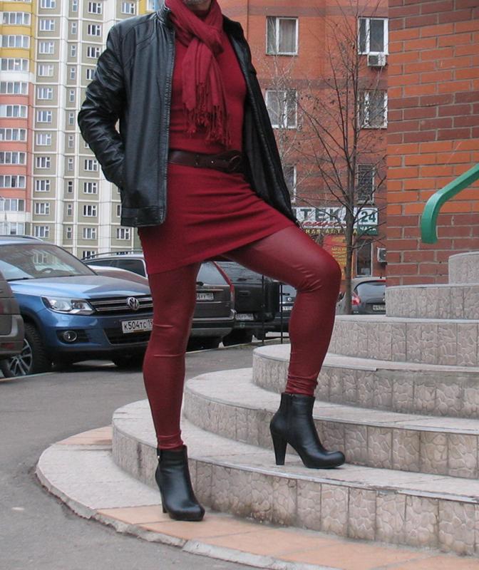 Мужик в красных колготках — pic 1