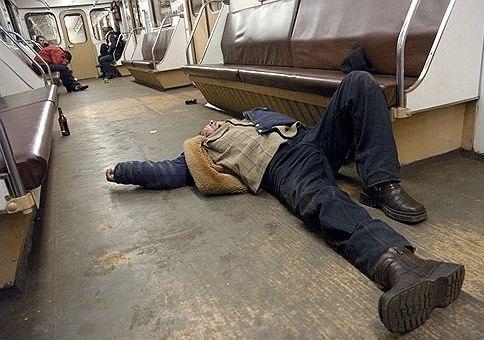 Поймали фото пьяных в метро кончила фистинга посмотреть