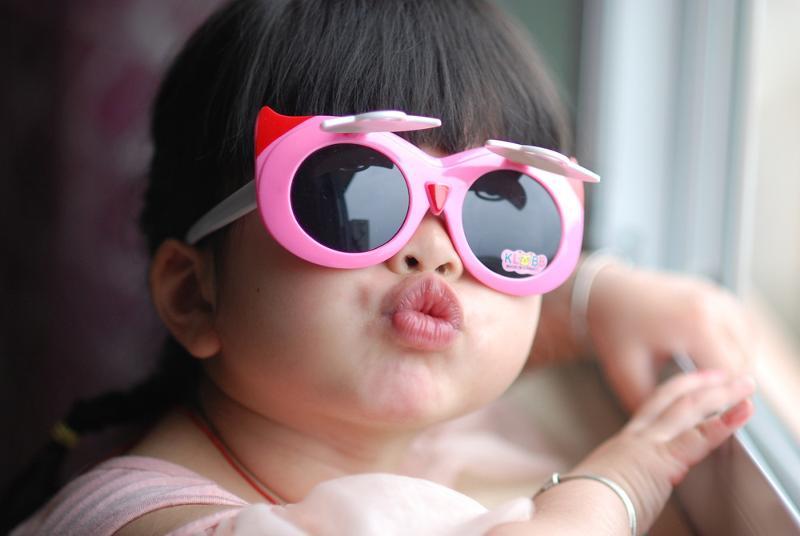 Картинки детей в очках смешные, эмилия картинки картинки