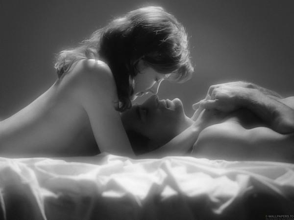 Поцелуи девушек голых невыносимо