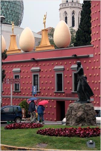 Дом дали в испании