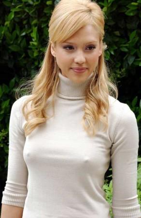 девушка в без лифтчика под блузкой