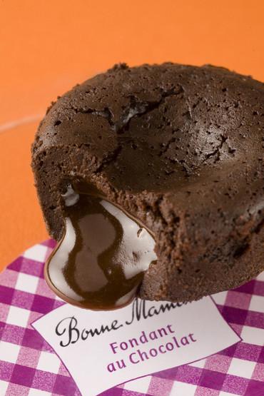 Шоколадный торт с жидким шоколадом внутри