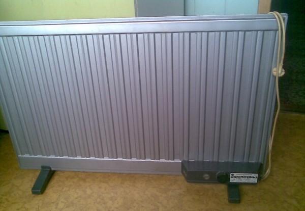 Имеется масляный Радиатор