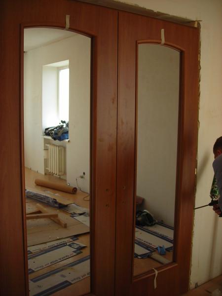 Сколько стоит поставить межкомнатную дверь