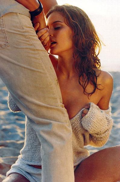 Целовать ноги женщине унижение фото 121-521