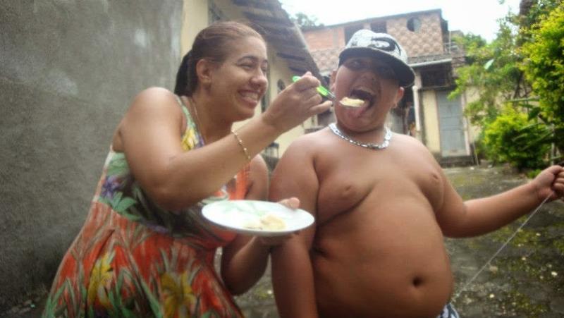Картинки по запросу бабушка кормит внука