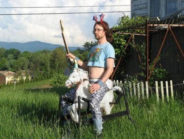 Цветами конфетами, прикольная картинка принц на белом коне
