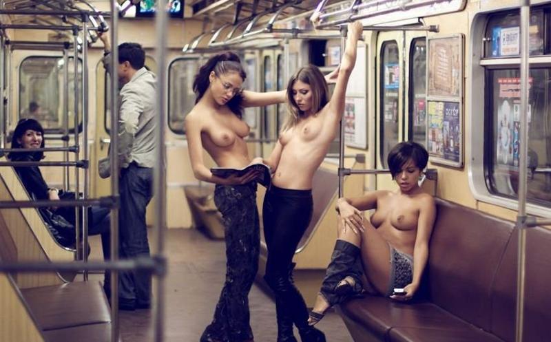 Голая девушка в московском метро, трахнули зрелую в тюрьме