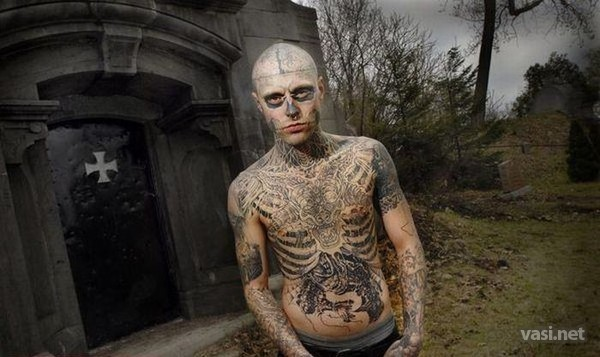 Фото человек весь в татуировках
