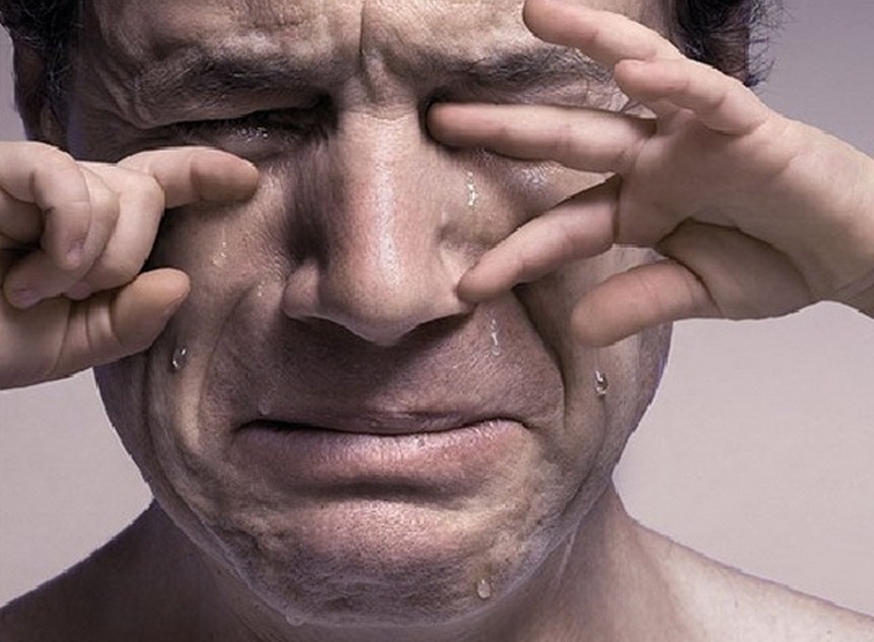 Картинка плачущий мужчина