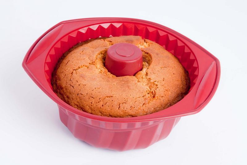 Большой кекс в силиконовой форме в духовке