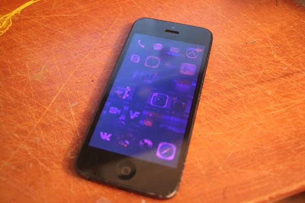 подобранный установленный айфон при просмотре фото темнеет экран поиске еды