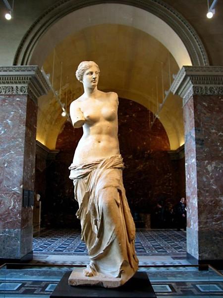 Французский премьер заявил, что голая грудь Марианны лучше хиджаба