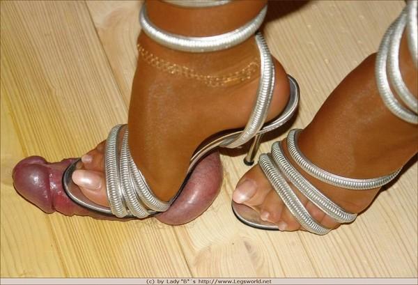 что меня женские ножки топчут мужское достоинство мнёт мягкие
