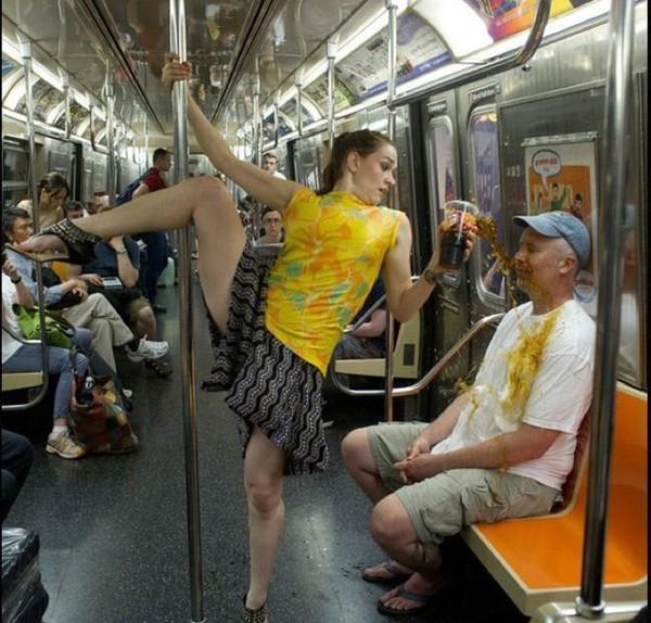 домогательства в транспорте.