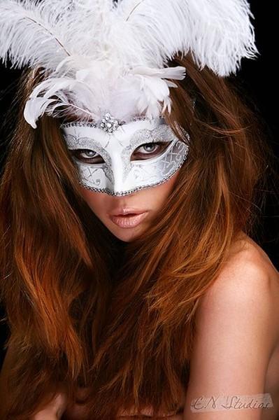 0430ebc5f2d Ответы Mail.ru  очень нужна картинка девушка в маске карнавальной ...