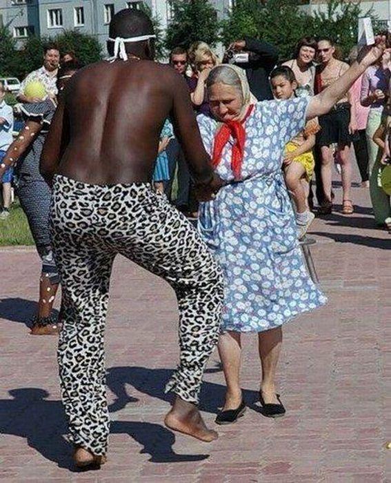 Смешная картинка танцующих людей
