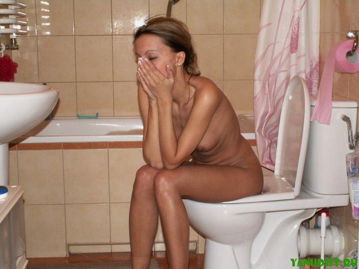 Девушку засняли на видео как она подмывается