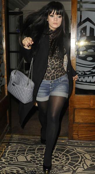 фото девушка в колготках и шортах