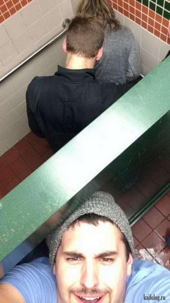Русских девочек трахают в туалете 3 фотография