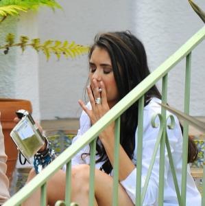 нина добрев курит фото