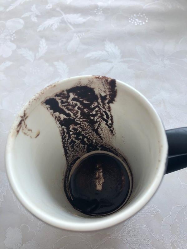 есть трафареты для картинок на кофейной гуще наносят большой